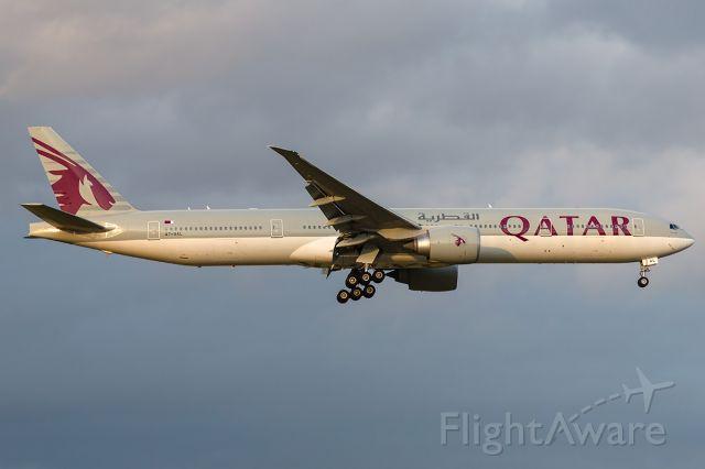 BOEING 777-300ER (A7-BAL) - QR904/QTR904 fr. DOH Doha, MEL/YMML 23/04/2017