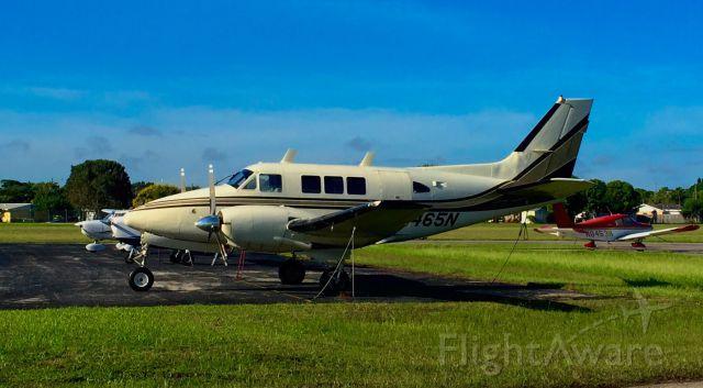 Beechcraft Queen Air (65) (N465N)