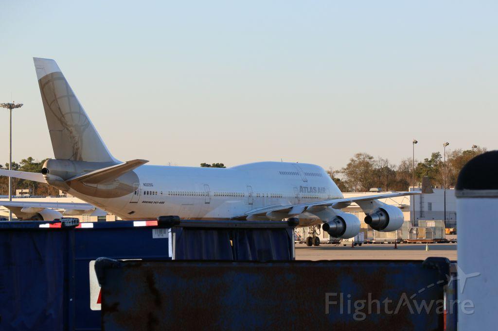 Boeing 747-400 (N322SG) - In the cargo cargo parking  :)