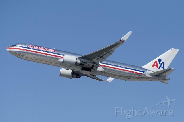 BOEING 767-300 (N359AA) - N359AA  Boeing  B767-323  AAL  KLAX  20130304  4205