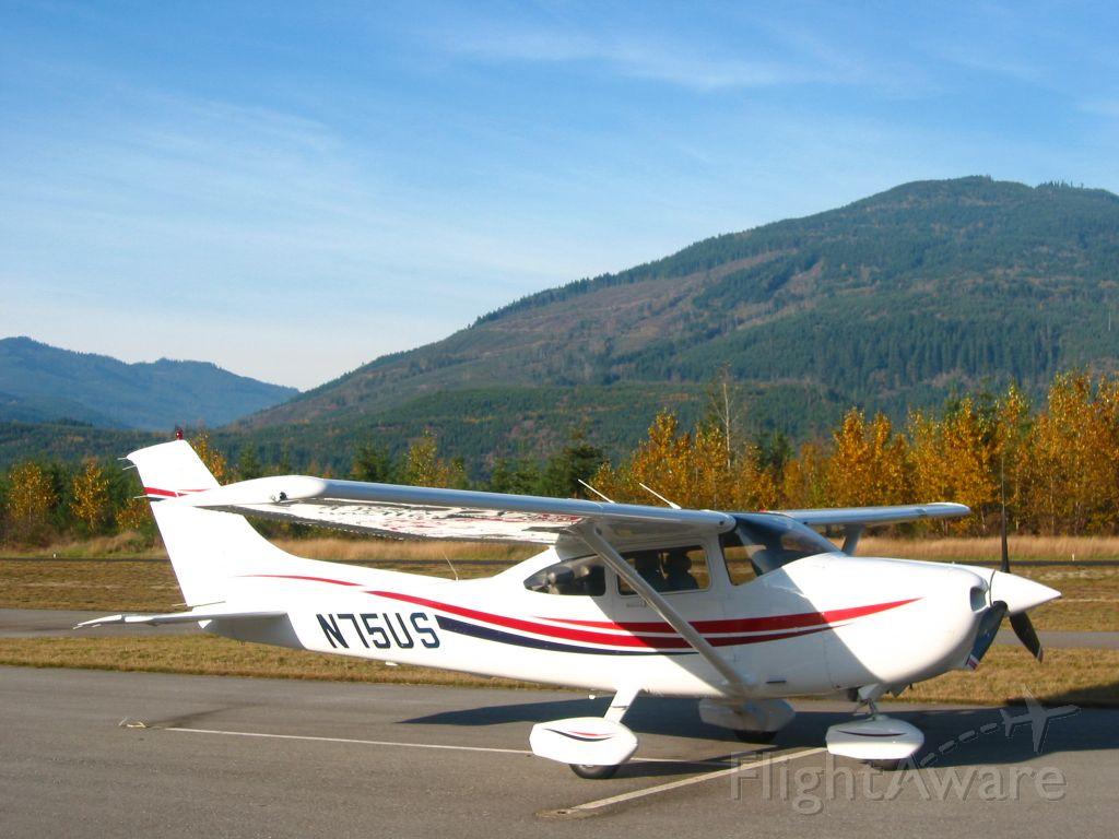 Cessna Skylane (N75US)