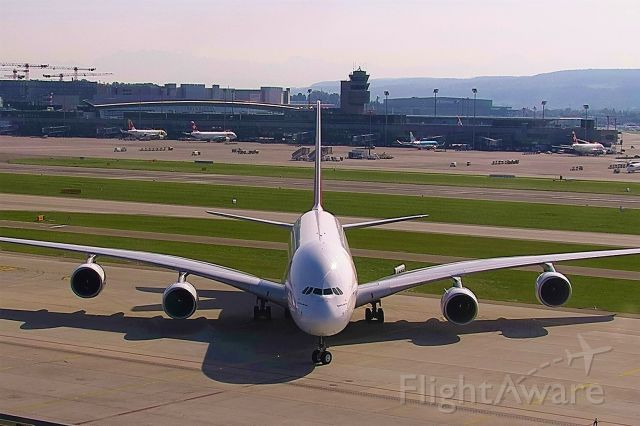 Airbus A380-800 (A6-EUA)
