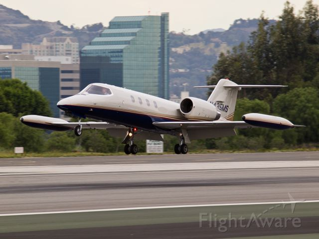 Learjet 35 (N435MS) - N435MS arriving on RWY 21