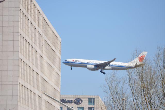 Airbus A330-200 (B-6090)