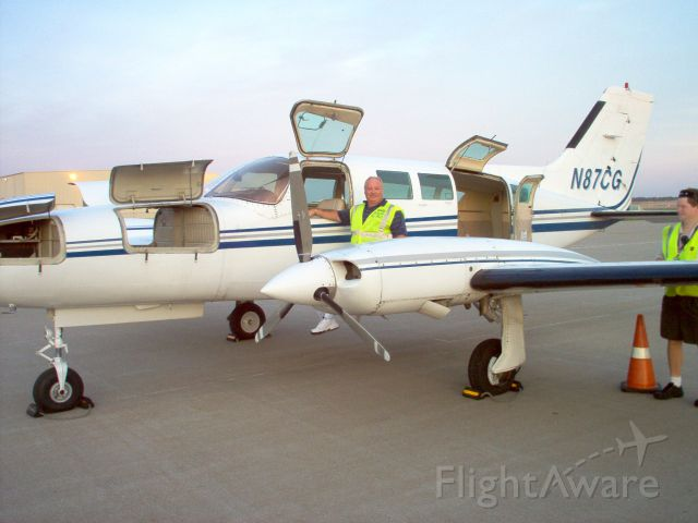 Cessna 402 (N87CG) - ready to be loaded with UPS boxes