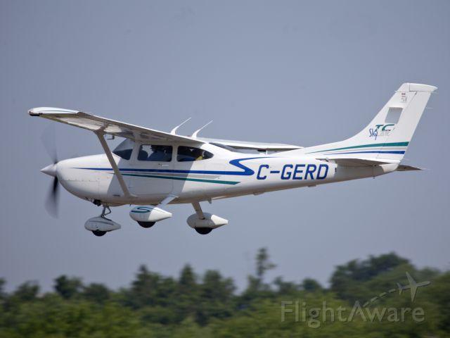 Cessna Skylane (C-GERD) - Take off runway 26.