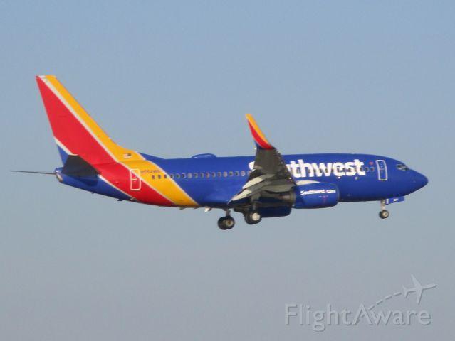 Boeing 737-700 (N564WN) - Southwest flight 2199 arriving from Oakland, CA