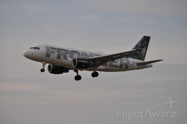 Airbus A319 (N902FR) - Frontier Flight 33 on short final for RWY25 in Rockford IL, from Punta Cana.