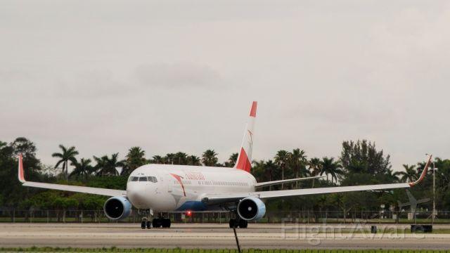 BOEING 767-300 (OE-LAW)