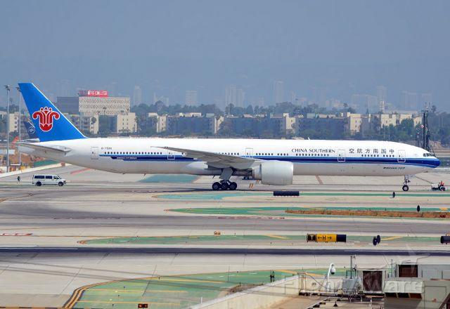 BOEING 777-300ER (B-7588)
