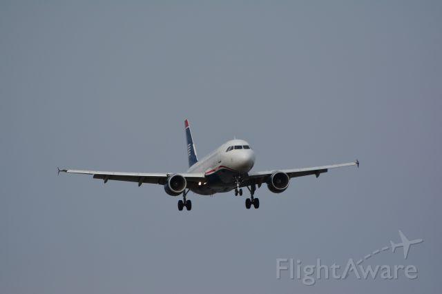 Airbus A319 (N708UW)