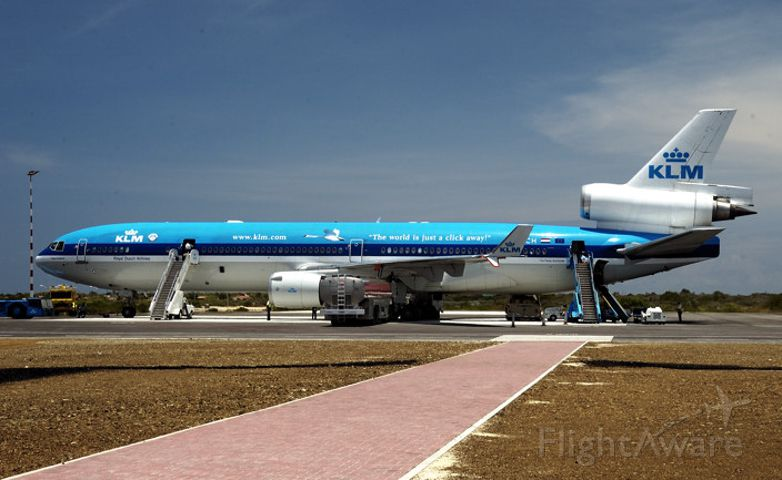 Boeing MD-11 (PH-KCH) - Goodbye to Bonaire, on this old but nice lady...