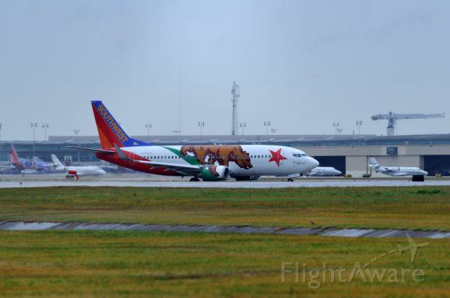 BOEING 737-300 (N609SW) - Taxiing MIKE KHOU - N609SW