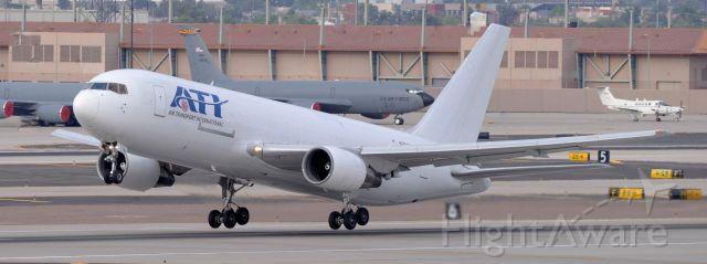 BOEING 767-200 (N791AX) - phoenix sky harbor international airport 18APR20
