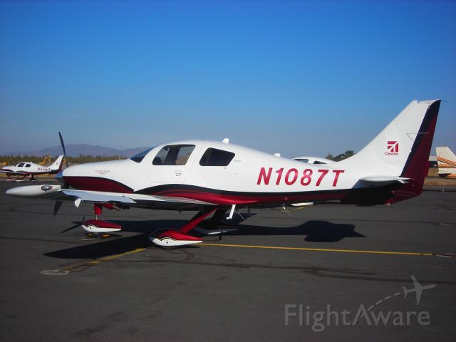 Cessna 400 (N1087T) - ON the Ramp at KBDN October 2008