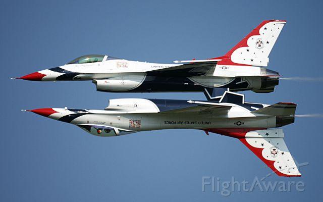 — — - USAF Thunderbird Mirror Image