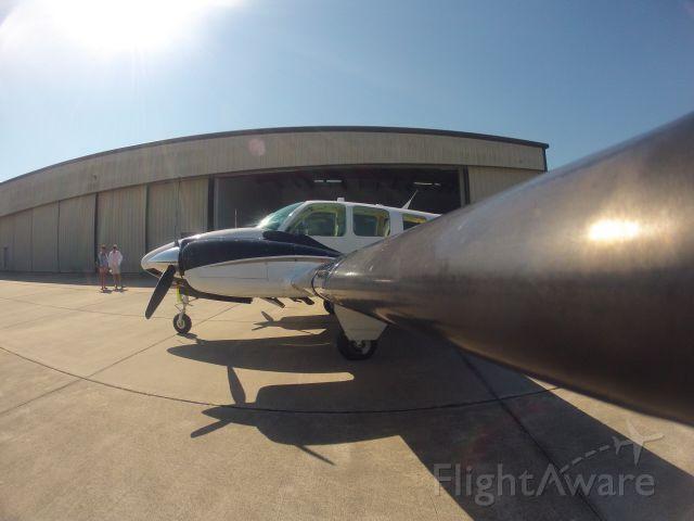 Beechcraft Baron (58) (N96WF)