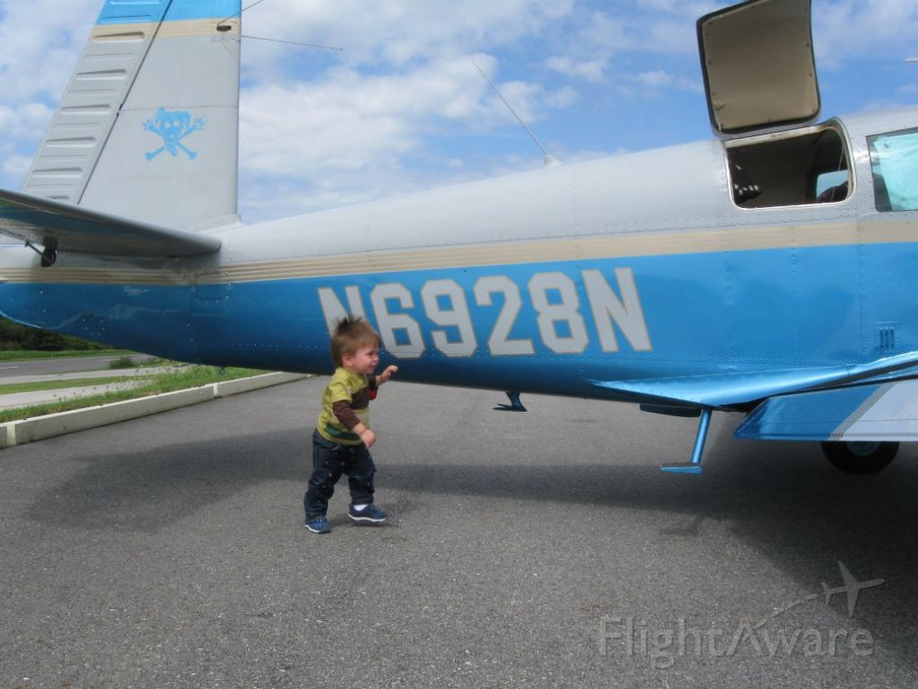 Mooney M-20 (N6928N) - my little son