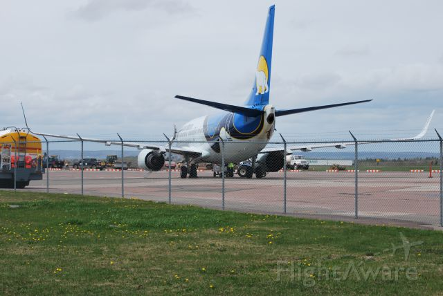 BOEING 737-300 — - Loading at CYQM for CYOW and on to CAL4