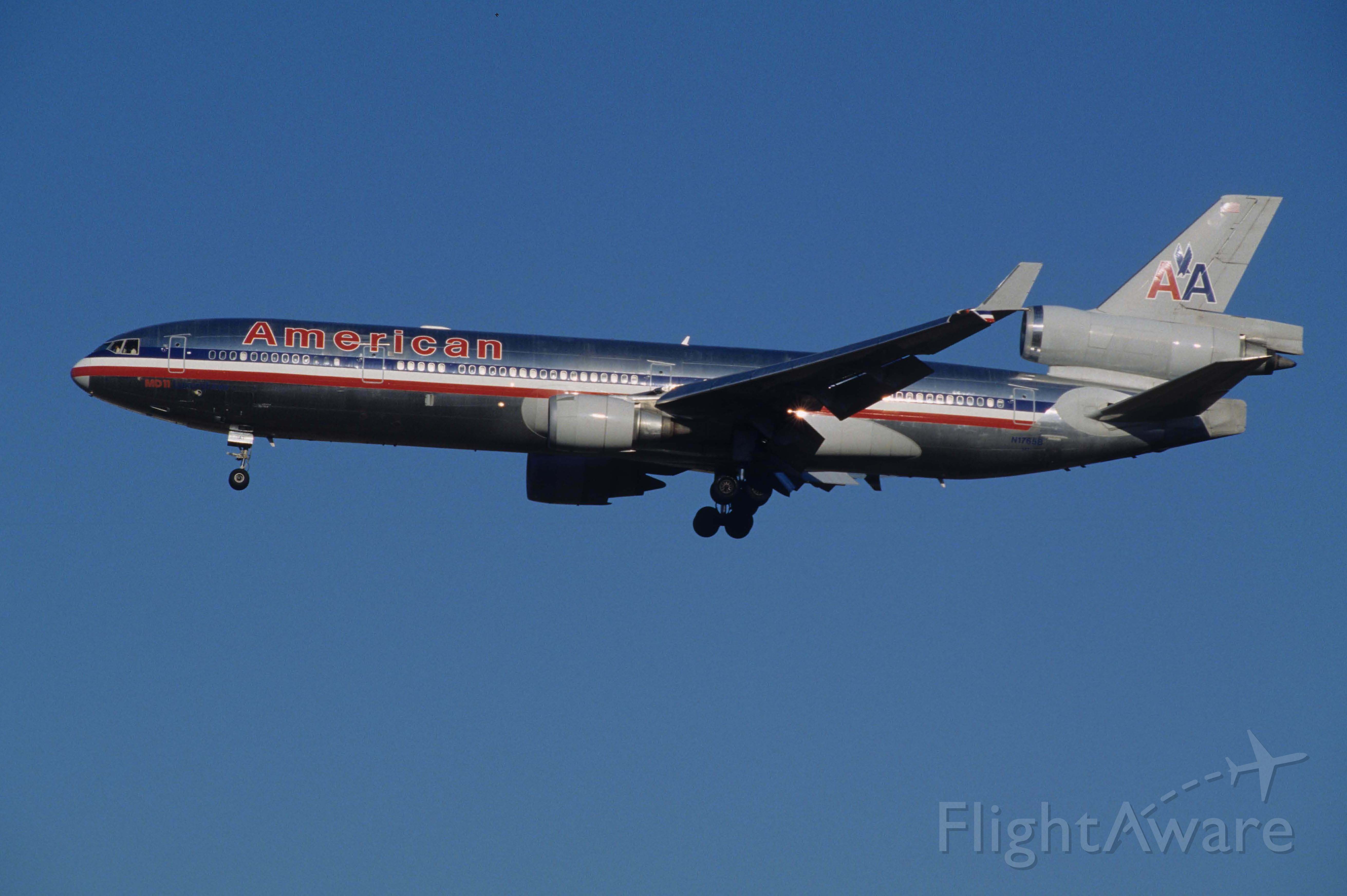 Boeing MD-11 (N1765B) - Final Approach to Narita Intl Airport Rwy34L on 1998/01/25