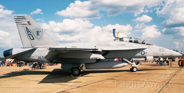 """McDonnell Douglas FA-18 Hornet (16-5672) - F/A-18F Super Hornet, Bu.No. 165672, of VFA-106 """"Gladiators"""" on display at Barksdale AFB airshow in May 2005."""