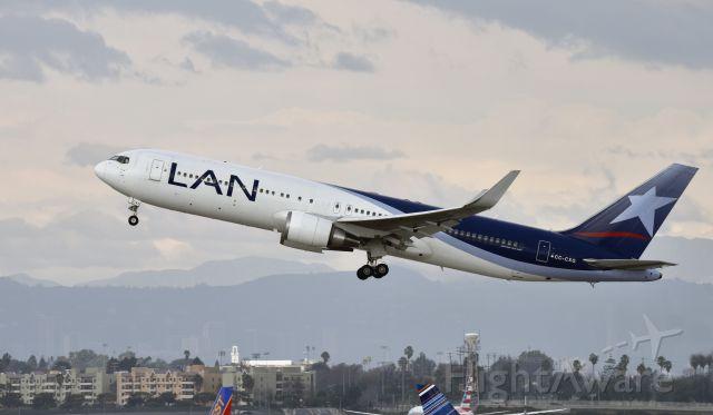 BOEING 767-300 (CC-CXG) - Departing LAX