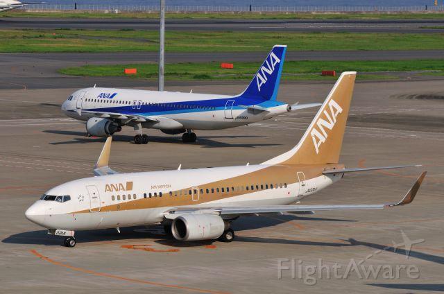 """Boeing 737-700 (JA02AN) - 2011/8/28<br /><a rel=""""nofollow"""" href=""""http://amigoplane.blog.fc2.com/"""">http://amigoplane.blog.fc2.com/</a>"""