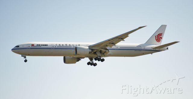 Boeing 777-200 (B-2085)