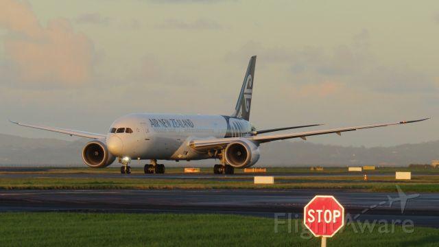 Boeing 787-9 Dreamliner (ZK-NZI) - A stupendously golden morning in Auckland.