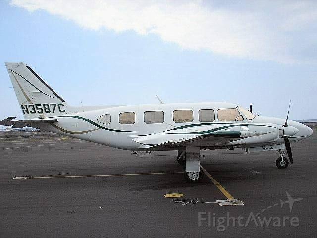 Piper Navajo (N3587C)
