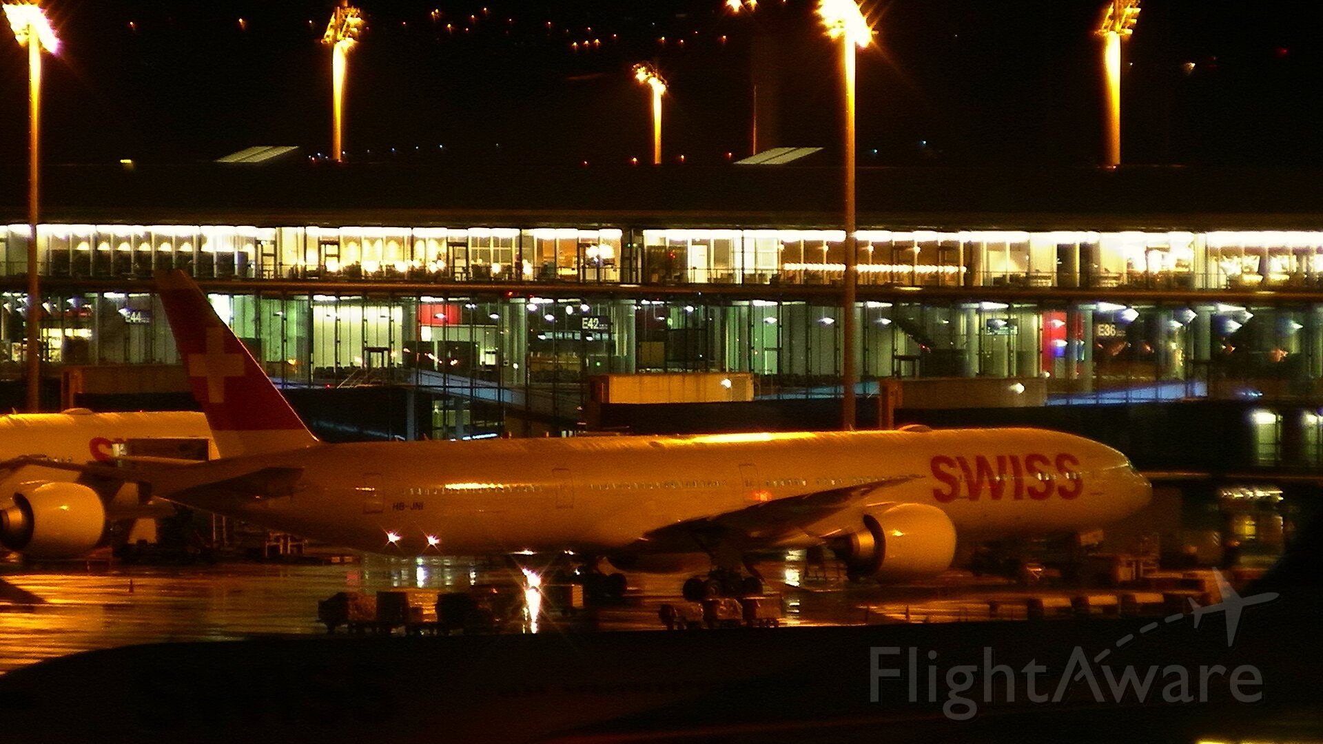 BOEING 777-300ER (HB-JNA)
