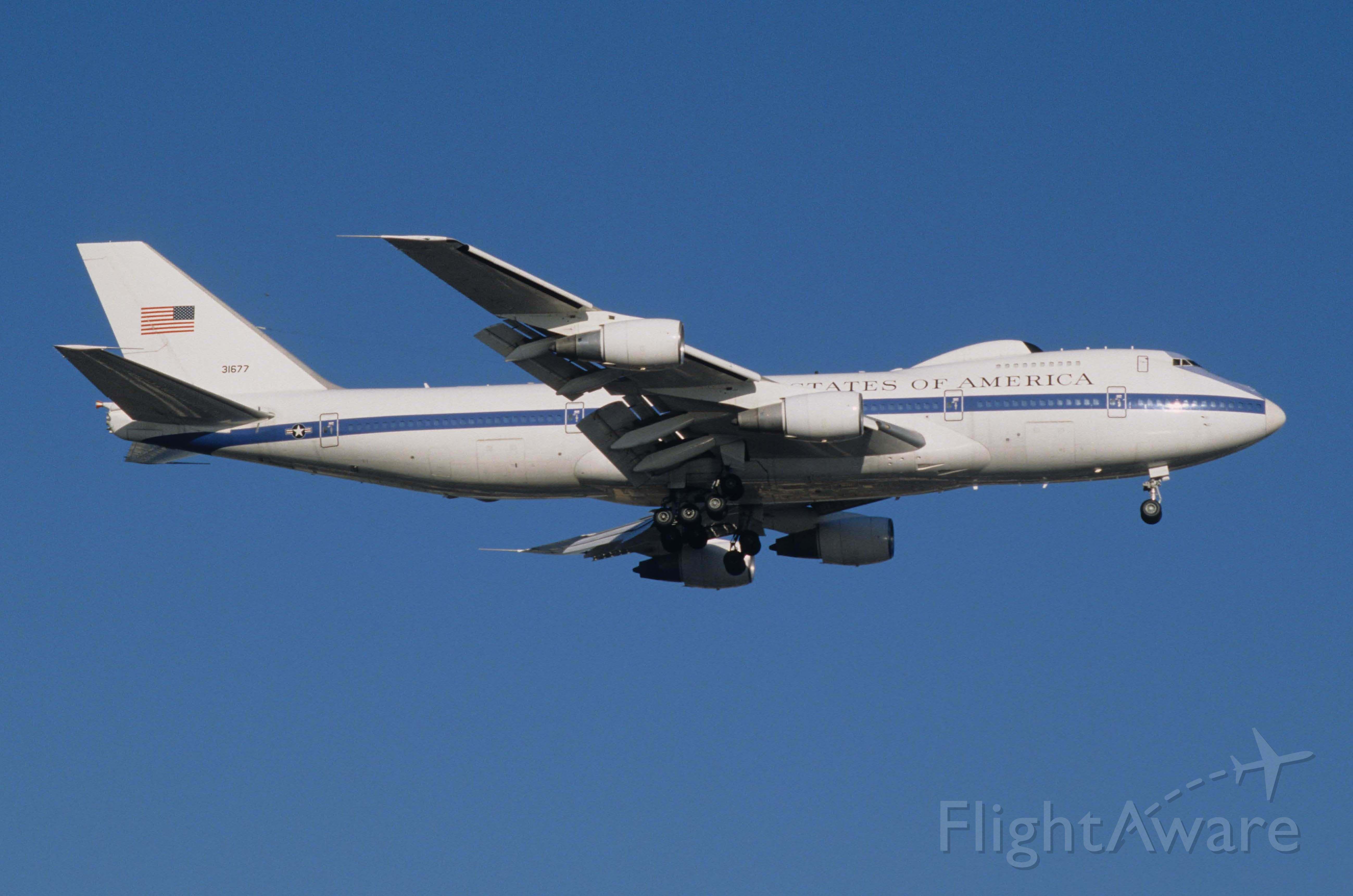 Boeing 747-200 (73-1677) - Final Approach to Tokyo-Haneda Intl Airport Rwy16R on 1998/01/20