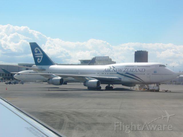 Boeing 747-400 (ZK-NBT)