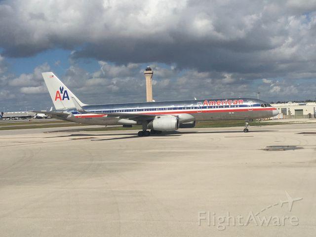Boeing 757-200 (N194AA) - Landed in MIA Intl.