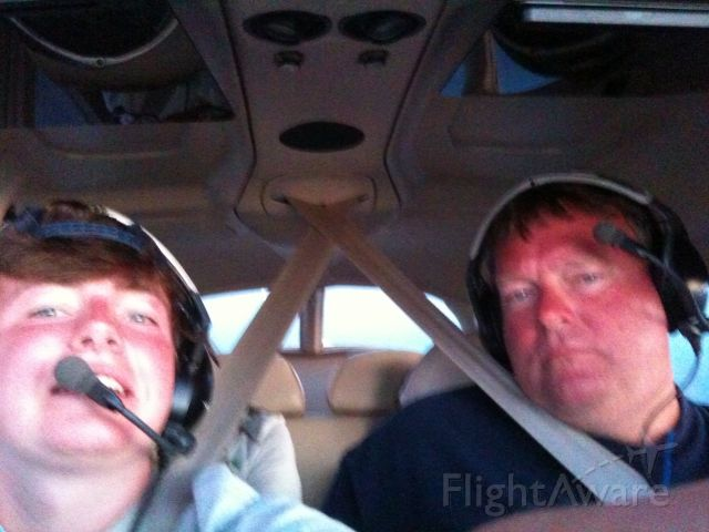 Cessna Skyhawk (N894KC) - That guy on the left is a beast