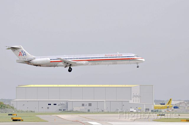 McDonnell Douglas MD-82 (N501AA) - American Airlines 1222 landing 22R at DTW for the very last time, ending a 36-year long legacy with Super 80 flights in and out of DTW. <br /><br />9/3/2019