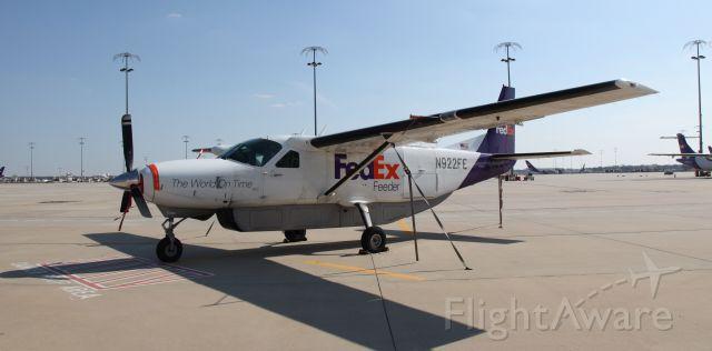 Cessna Caravan (N922FE)