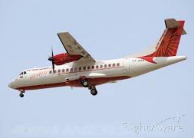 Aerospatiale ATR-42-300 (VT-ABE) - Flying by