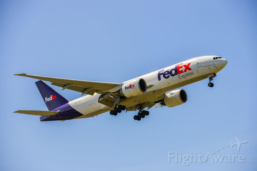 BOEING 777-200LR (N854FD)