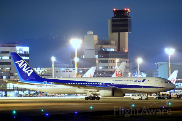 BOEING 767-300 (JA606A) - An aircraft, a tower, and Mt. Ikoma.