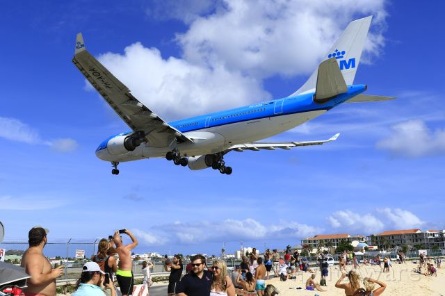 Airbus A330-200 (PH-AOA) - KLM over the beach