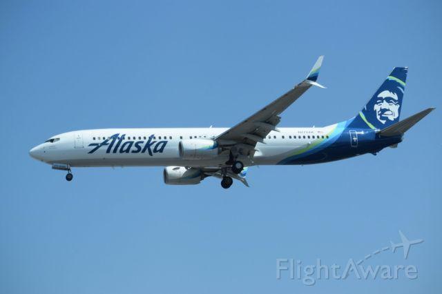 Boeing 737-900 (N272AK)