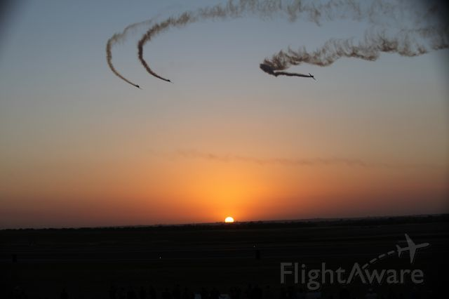— — - North American T-6 Harvard/Texan aerobatic team the Southern Knights finishing their routine at sunset _ Avalon Airshow 03/03/2017