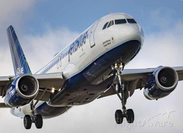 Airbus A320 (N608JB)