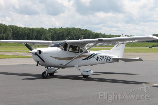 Cessna Skyhawk (N7274H) - 4B8 based plane parked after a short flight to HFD. This aircraft was modeled for A2A Simulations