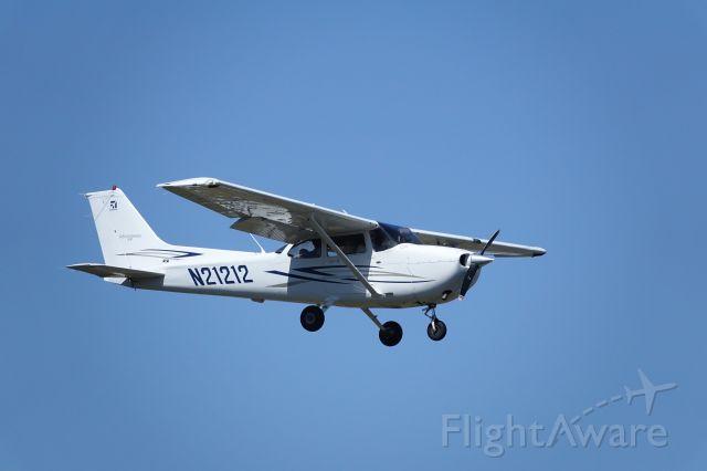 Cessna Skyhawk (N21212) - Sedona approach 4/22/20