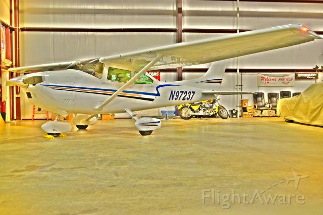 Cessna Skylane (N97237) - Hangar