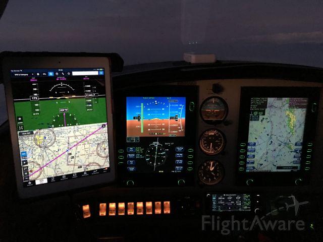 Cessna 350 (N6503C) - Night Flight w iPad with Foreflight, Avidyne PFD & MFD