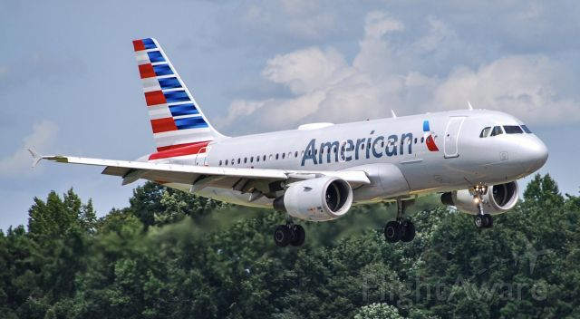 Airbus A319 (N723UW) - AA A319 coming in!