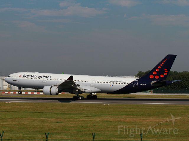 Airbus A330-300 (OO-SFW) - Passerelle spotter 07 R-25 L. From New-York JKF KJFK.